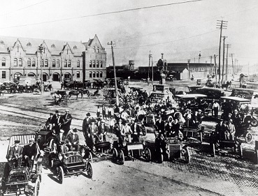 Cars near downtown Fort Worth, 1910