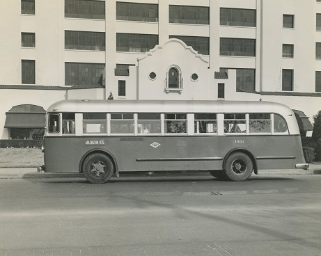 Arlington Heights bus on West 7th by Montgomery Ward, 1940